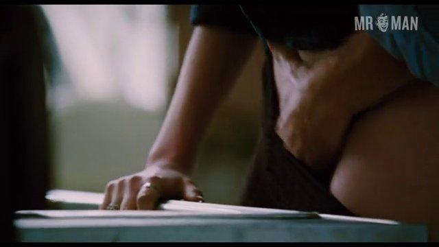 Loveandotherdrugs gyllenhaal hd 01 frame 3