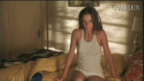 Has gabrielle anwar ever been nude