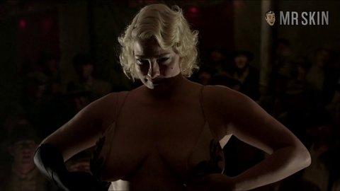 Girls close on naked