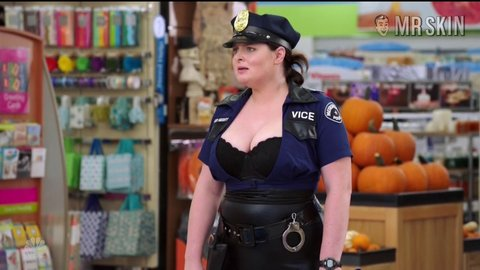 Superstore 02x06 laurenash hd 01 large 1